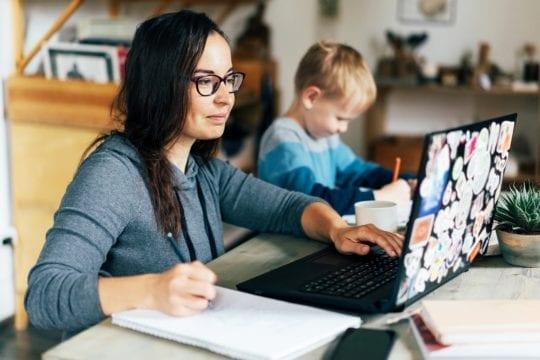 Mama w coworkingu czy na home office ?